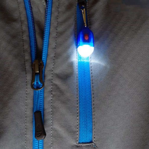 ZIPPER PULL LED FLASHLIGHT