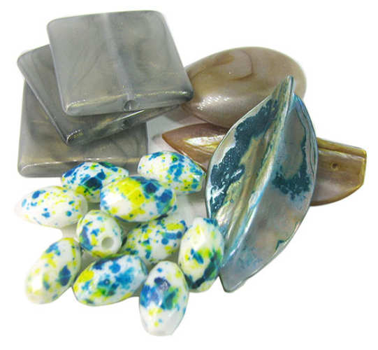 ASSORTED CRAFT SHELLS AND BEADS