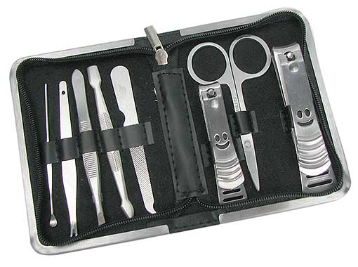 MANICURE SET WITH ZIPPERED CASE