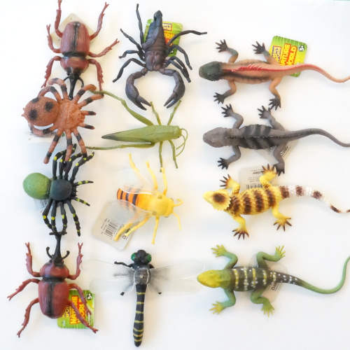 ASSORTED RUBBER INSECTS AND LIZARDS